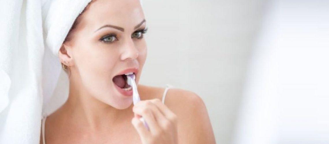 Gurinsky DDS - Woman brushing gums